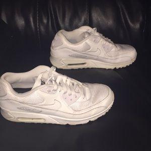 White Nike Airmax
